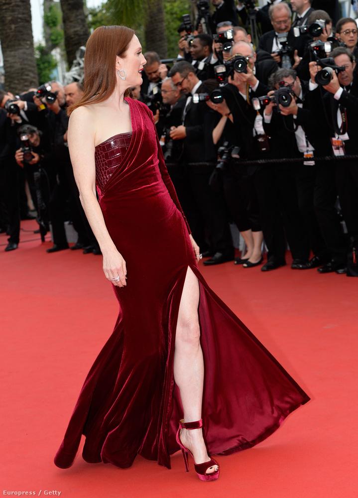 De persze nem Theron az egyetlen nő a fesztiválon, Julianne Moore legalább annyira gyönyörű, ha nem szebb