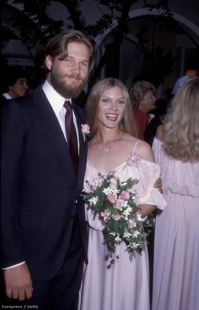 Rengeteget szoktunk posztolni celebpárokról, de mi van azokkal a hírességekkel, akik átlagemberekkel házasodtak össze? Az, hogy ők ebben a posztban szerepelnek