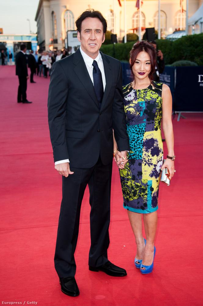 Ezen a képen Nicolas Cage látható, akinek az első felesége Patricia Arquette volt, a második meg Elvis Presley lánya