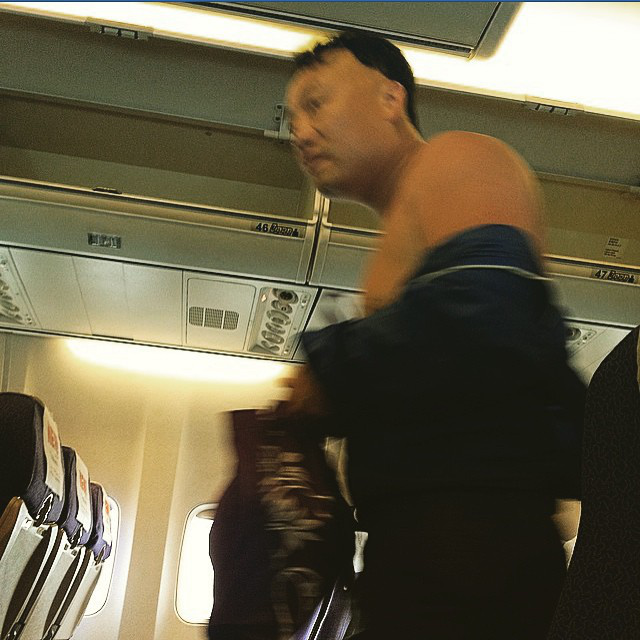 Vannak az utasok, akik a légkondi ellenére valahogy nem férnek a ruhájukba.