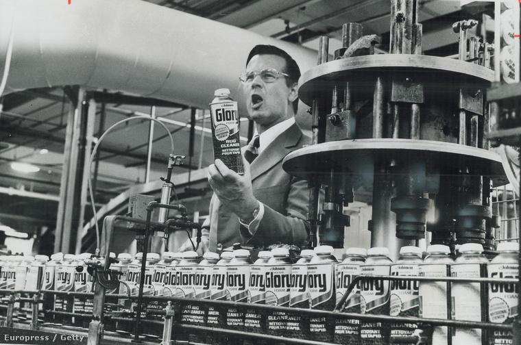 F. F. Wiley, egy szőnyegtisztító szereket gyártó amerikai cég elnöke bejelenti, hogy többet nem használnak freont az aeroszolos spray-k meghajtására. A freon egyike az ózonréteget károsító CFC gázoknak.