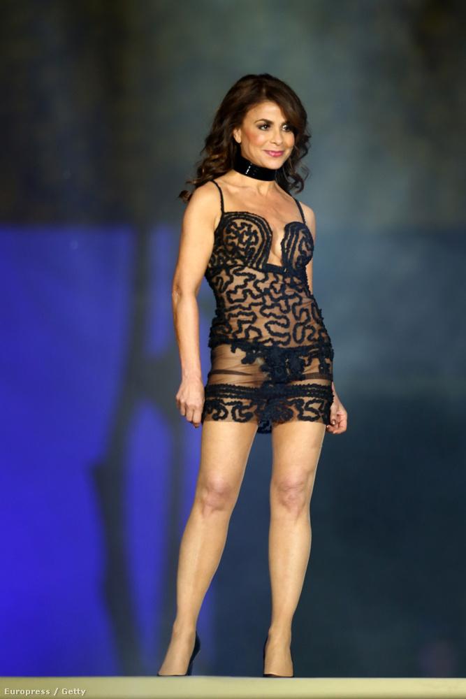Paula Abdul sem vett fel sok ruhát