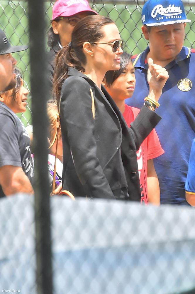 Jolie nem átlagos focianyuka: elegánsan ment a pályához.