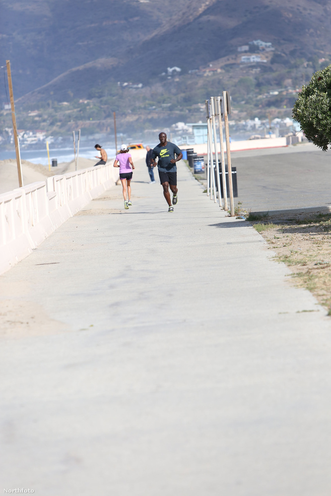 Az a kis pötty ott a távolban a Malibuban futkározó Seal