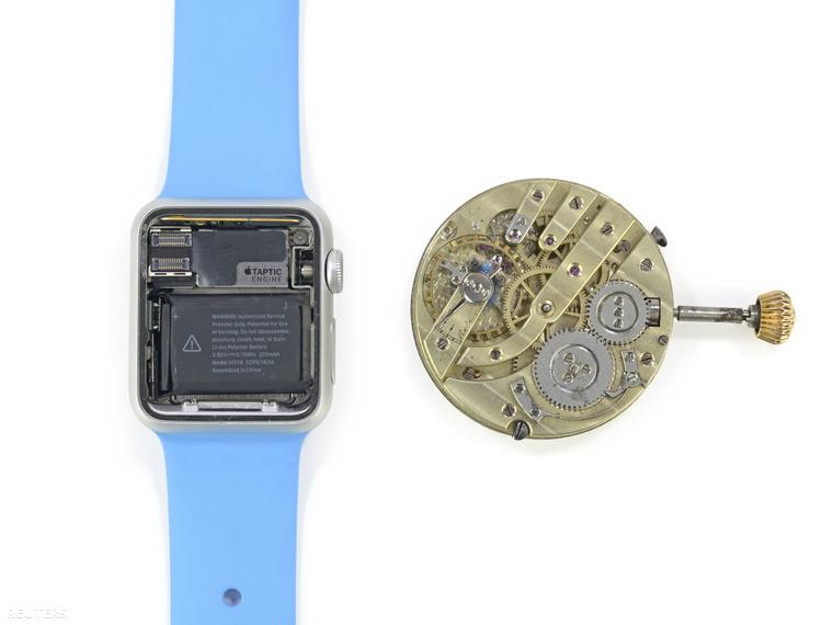 Így néz ki a fedél alatt az Apple okosórája és egy árban hasonló analóg társa.