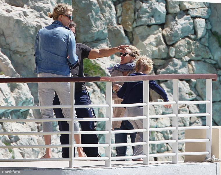 Pennhez és Theronhoz aztán csatlakozott Naomi Watts és a fia is