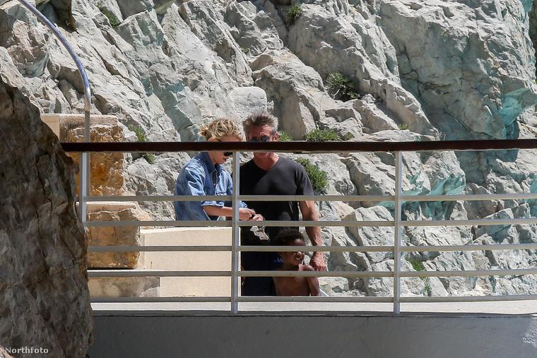Az a Sean Penn, aki ha épp nem egy filmben játszik, akkor susogós melegítőnaciban játssza csaja fiának apját