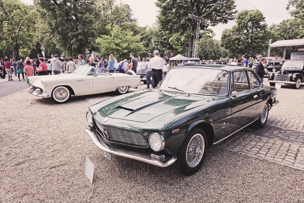 Sportos kupék tervezésében kétségtelenül az olaszok a legerősebbek, legyen szó nagy márkákról, vagy kis manufaktúrákról. A motorkerékpárokat gyártó ISO első négykerekűje az Isetta volt, így talán meglepte a közönséget, amikor 1962-ben megjelent a Rivolta névre keresztelt, amerikai V8-assal szerelt sportkocsi. Hiába volt zseniális, pedigré nélkül már akkor is nehéz volt érvényesülni, ezért a 600. darab már nem készülhetett el.