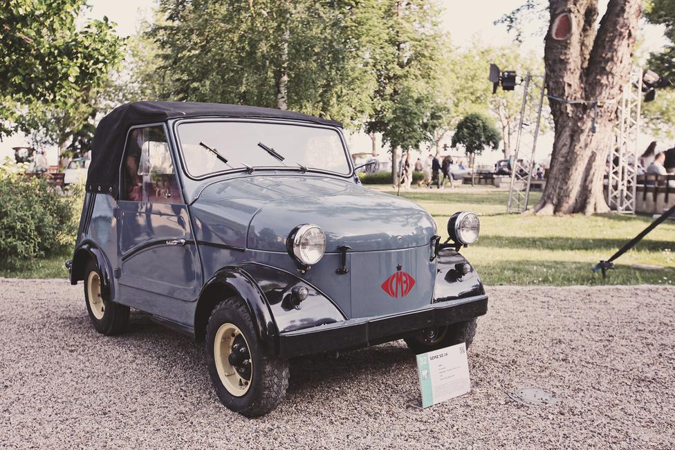 A törpeautók külön kategóriában szerepeltek a versenyen. Míg a másik két induló, a Vespa és az Isetta takarékosságból, addig ez az SZMZ SZ-3A kényszerűségból született. A szovjet gyár rokkantaknak készített járműveket, elente három, majd négy kerékkel. Ez a modell 1958-tól készült, a kiállított példány pedig 1960-ban gurult ki a gyár kapuján.