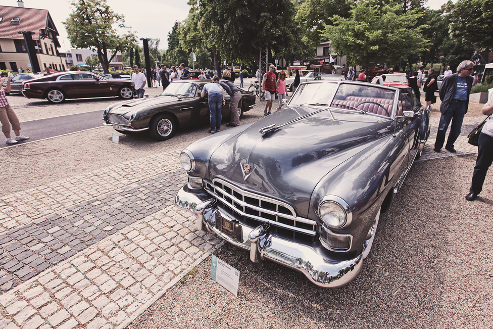 Két generációváltásához Amerikában a szokottnál kevesebb, mindössze hét év is elég. Így lehet, hogy az 1948-as Series 62 már egyáltalán nem hasonlít az első sorozatra, de még szerkezetileg sem, hiszen ez a 62-es már a köztes, 61-es modellel közös alvázra épült, amely egyben azt is biztosította, hogy nem csak zárt, hanem kabrió karosszériával is készülhetett.