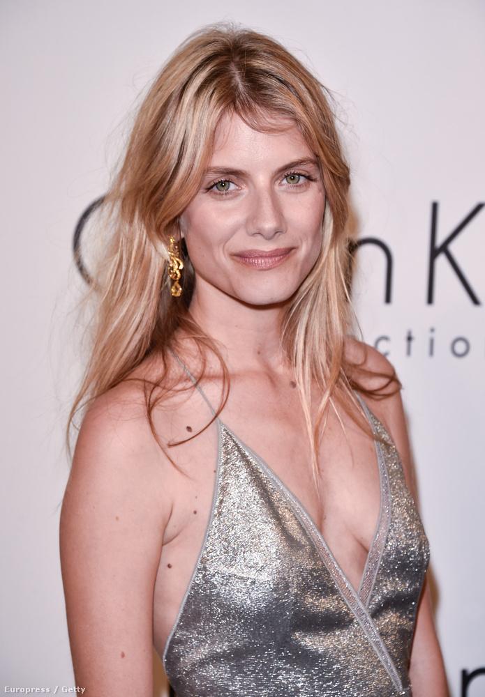 Na hát természetesen ő is ott van Cannes-ban, bár valószínűleg nem csak azért, hogy megmutassa, milyen szép még mindig