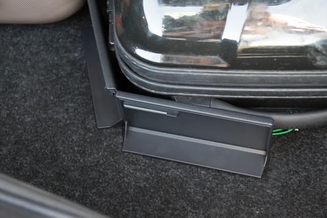 A tépőzáras kis csomagtér-fixáló/határolók