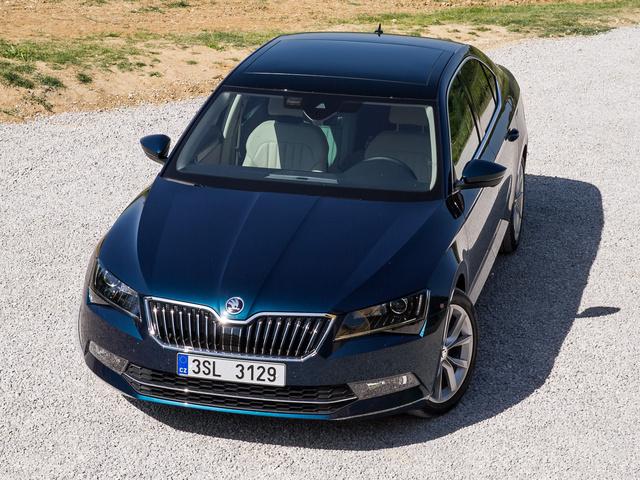 A létező legdrágább kivitel 12 millió forint, az alapár 7 millió körüli, feltéve, ha éppen nem fut valami bevezető akció. Érdekes módon ebből a legdrágább éri meg igazán az árát, hiszen azon a szinten egy Audi vagy VW már sokkal-sokkal drágábbak.
