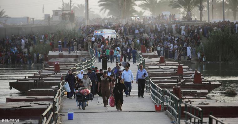 Ramadi lakói menekülnek a harcok elől