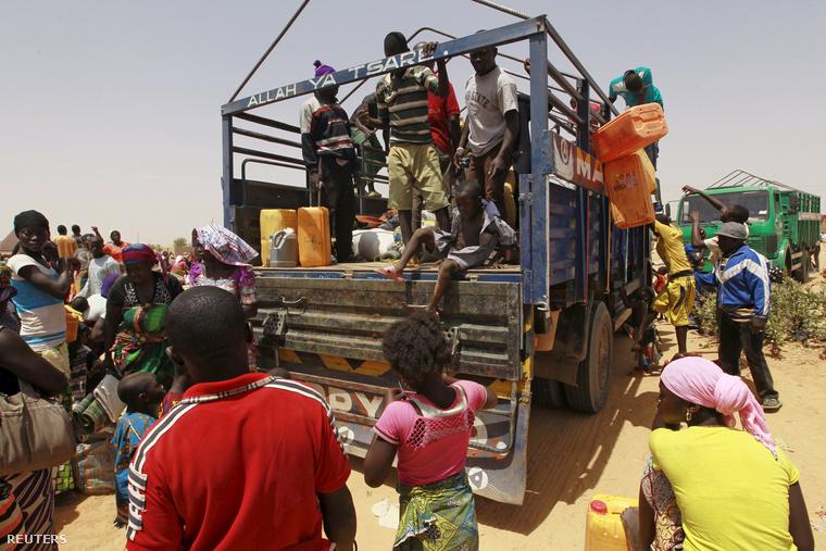 Több ezer civilnek kellett elhagynia az otthonát a napokban a nigériai Geidemban a Boko Haram támadásai miatt. 4000-en közülük most készültek visszaköltözni otthonaikba, de ismét menekülniük kell.
