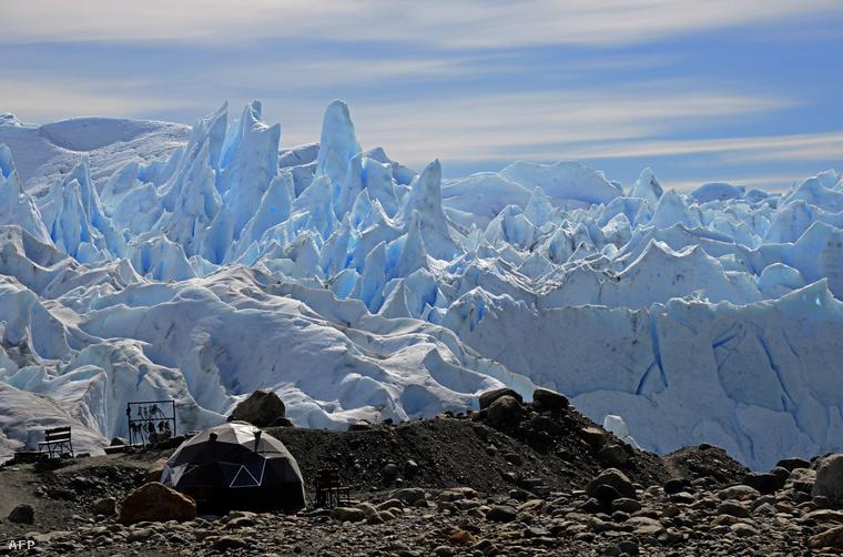 Olvadó gleccser egy argentin nemzeti parkban.
