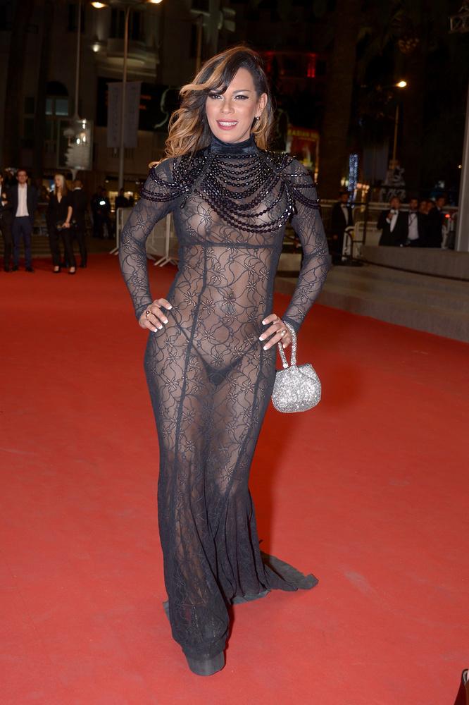 Cannes-ban sem hazudtolhatta meg önmagát, és konkrétan nem egyszerűen a melleit mutatta meg teljes valójukban, de még mellbimbóit sem takargatta túlzottan.