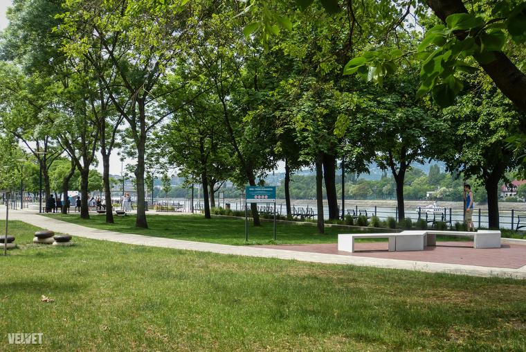 A park, ami nagyjából itt van, egy finoman szólva is rettentően király hely, nagyon sok szempontból