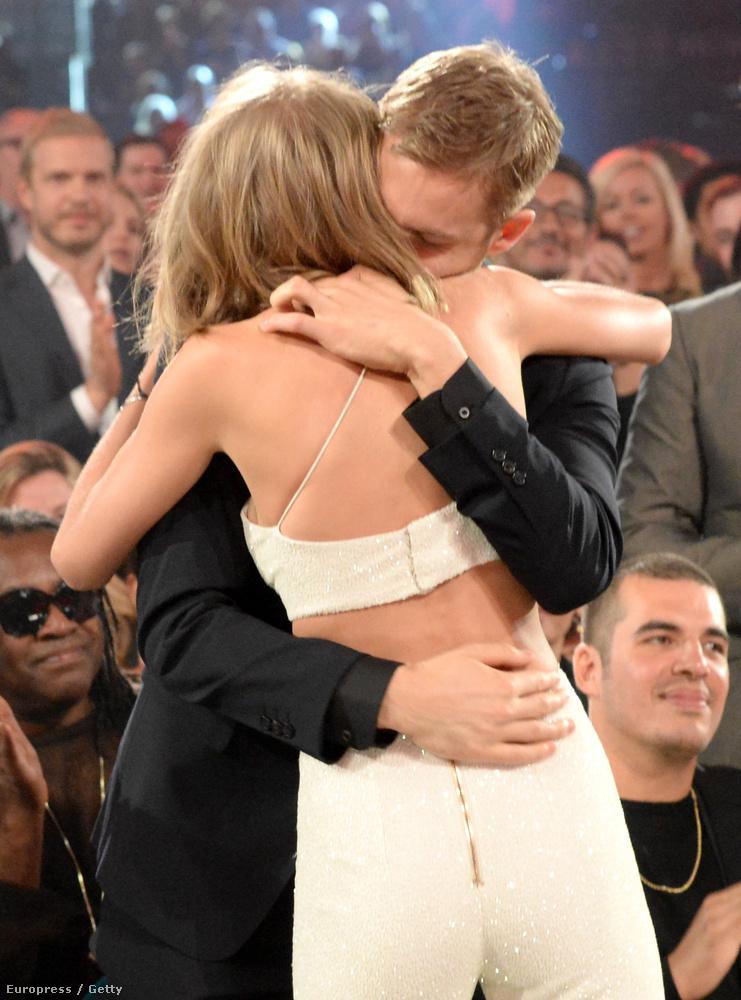 Viszont volt cukiskodás is, Taylor Swift és Calvin Harris ugyanis hivatalosan is megmutatták, hogy együtt vannak.