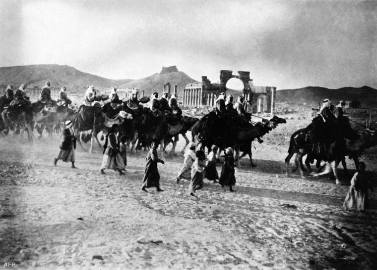 Karaván Palmürában, 1930-as évek