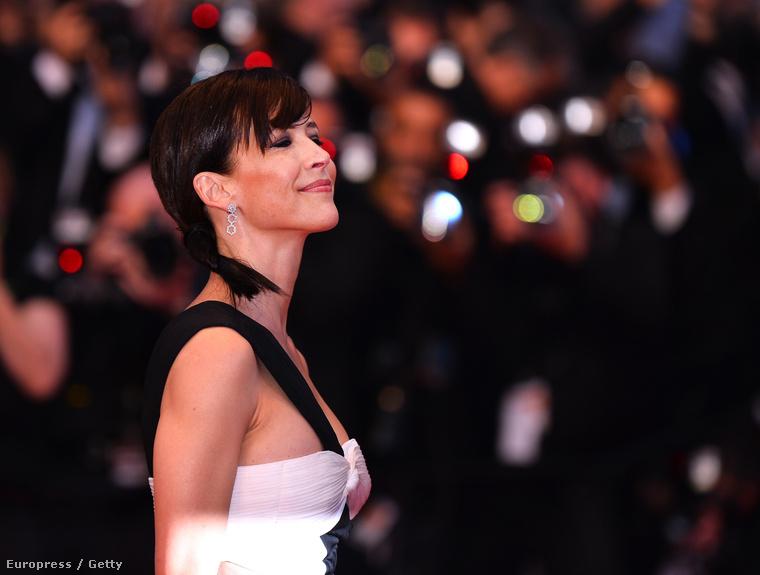 ...Sophie Marceau szinte minden nap megmutatta magát a filmfesztivál vörös szőnyegén