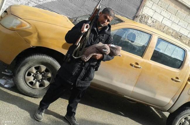 Abu Rumaysah szökése után posztolta a képet a Twitteren.