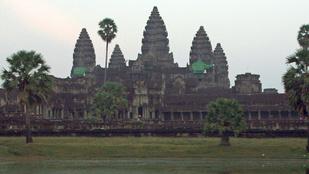 Kambodzsának elege lett a meztelenül pózolgató turistákból