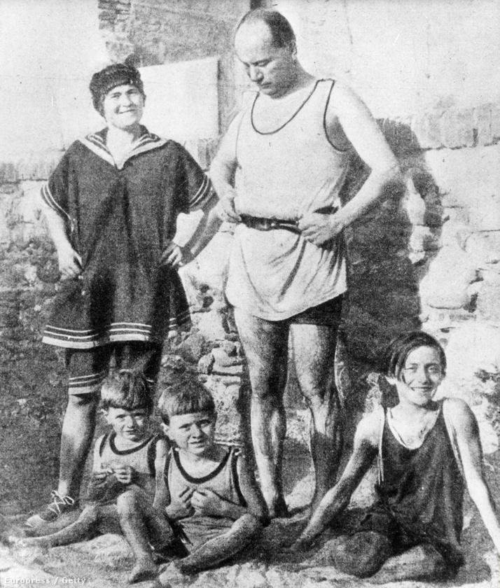 Ez a kép 1922-es, nagyjából akkor készült, amikor a képen látható Benito Mussolini hatalomra került Olaszországban