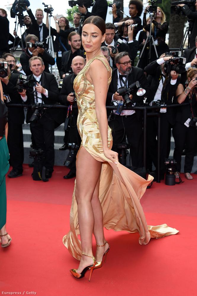 Irina Shayk nem csak a combját, a fenekét is majdnem megmutatta