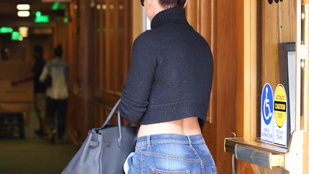 Jennifer Lopez megmutatta a farát farmerben is