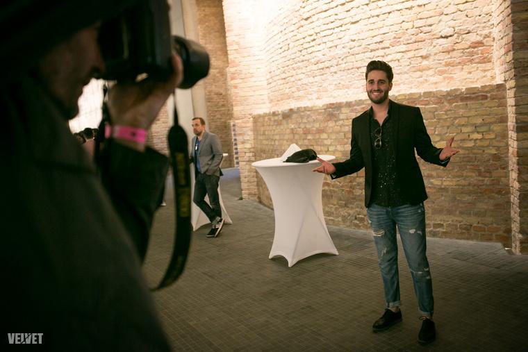 Király Viktorral nem sikerült beszélnünk, de nyilván elmondta volna, hogy mennyire megtisztelő számára, hogy ott lehet a Várkert Bazárban, Magyarország legrangosabb zenei díjátadóján