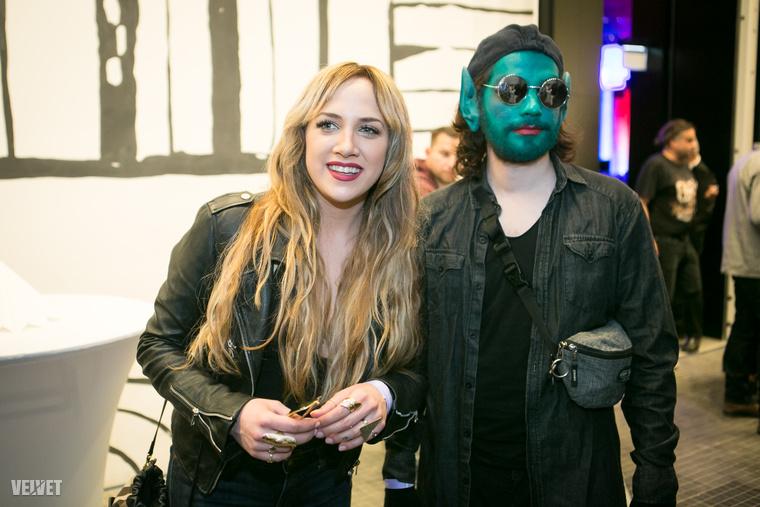 Tóth Gabi nemcsak az X-Faktorban felszedett, festett arcú mentoráltját hozta el a díjátadóra, hanem a póthaját is.