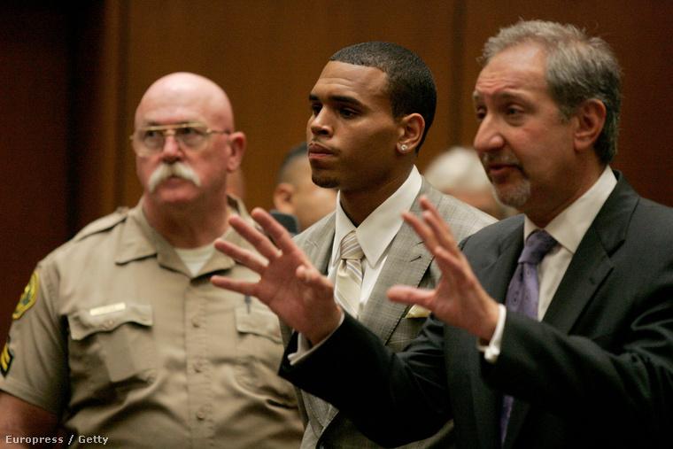 Chris Brown 2009 júniusában, mikor Rihanna megverésével vádolták