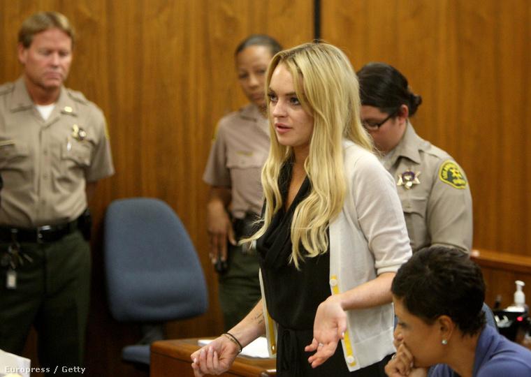 Lindsay Lohan megszámlálhatatlanul sok bírósági ügye közül az, amelyik 2010 júliusában történt
