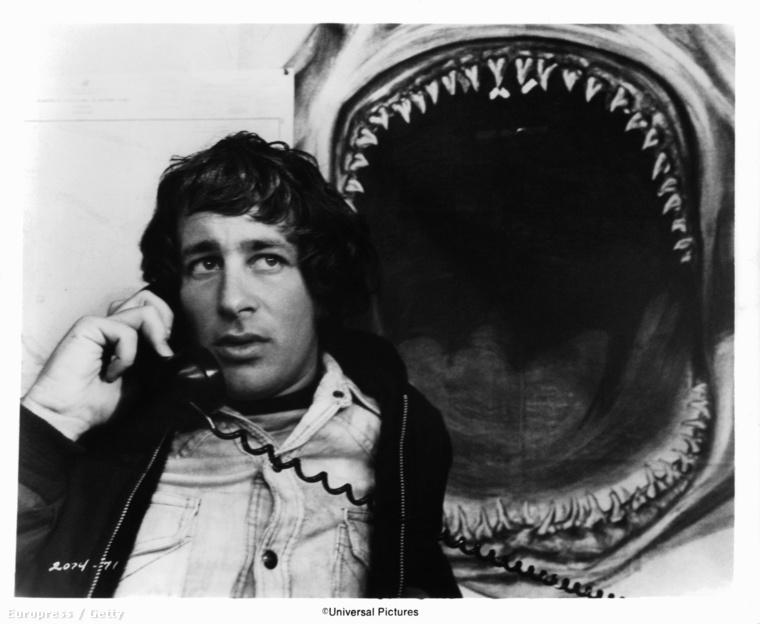 Steven Spielberg 1975-ben, a forgatás alatt