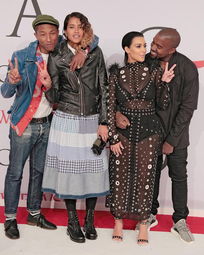 Itt Pharrell Williamsszel és feleségével, Helen Lasichanh-nal örülnek.