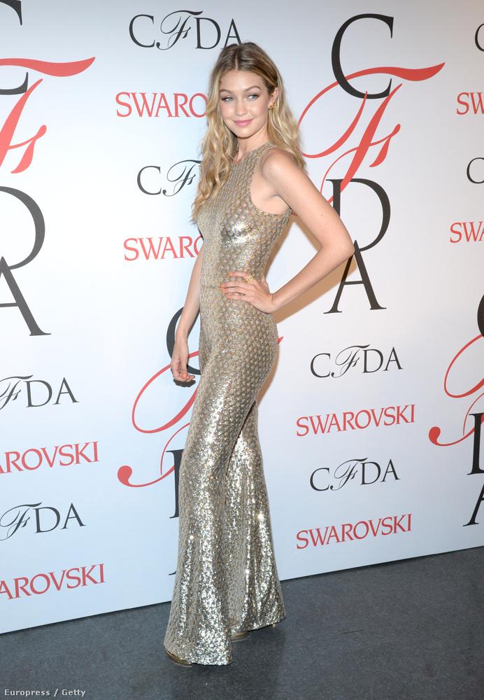Gigi Hadid testének formáját méltathatnánk, de erre sokkal alkalmasabb a ruha, amelyet visel.