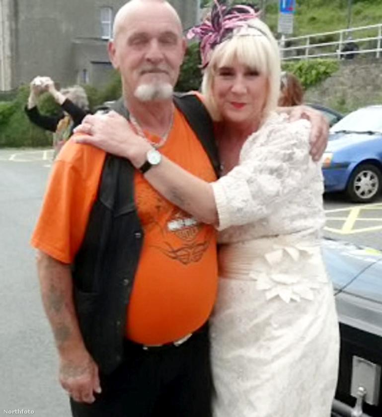 Elég sok motoros fazon volt a násznépben, itt a menyasszony egy unokatestvérével látható