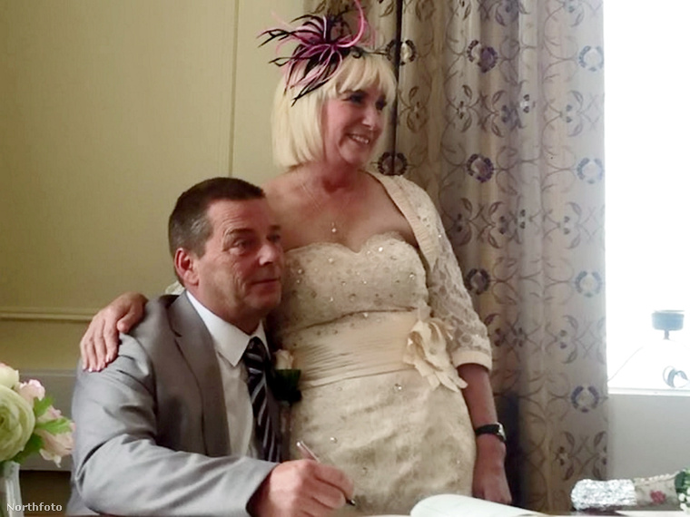 De mutatjuk a férjet is végre, ő Christopher Lockett, 51 éves