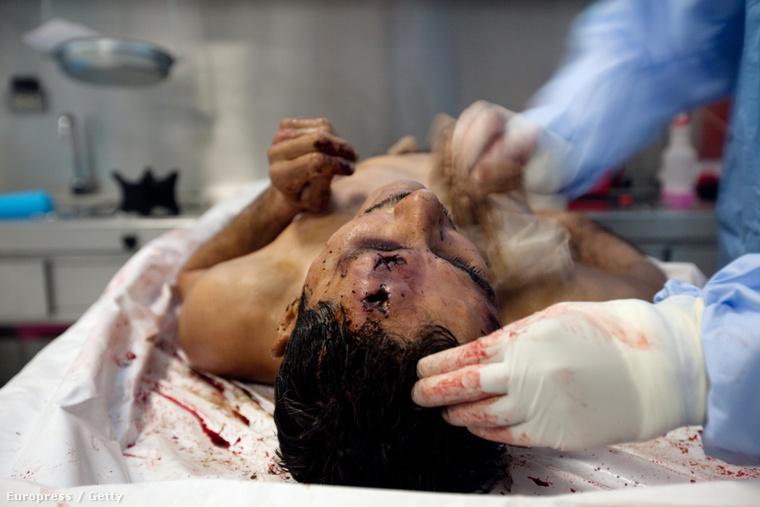 Ez a kép is Mexikóban készült, de ezen a drogháború egyik névtelen áldozata látható