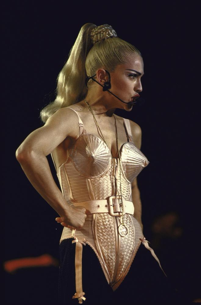 Az ön fejében a csúcsos melltartó Madonnához asszociálódik? Gondolja át újra.