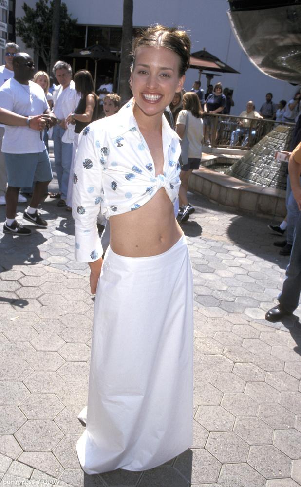 Emlékeznek még a Sakáltanyában szereplő Piper Perabóra? Róla csak két képünk van, ezen minden részlet kitűnő,