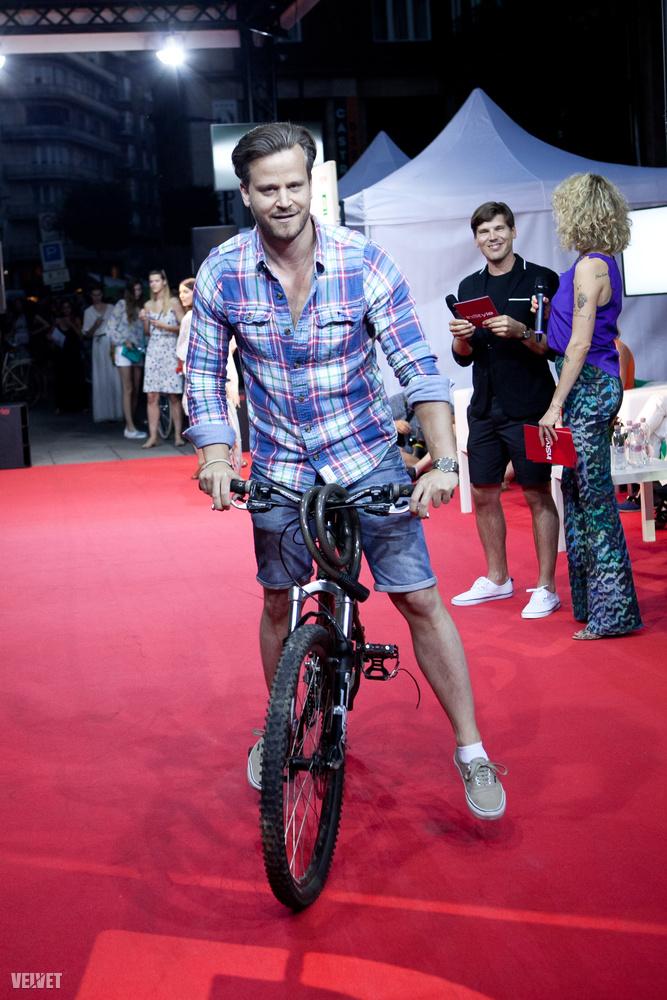 Ő a favágószexualitást keresztezte a biciklis stílussal