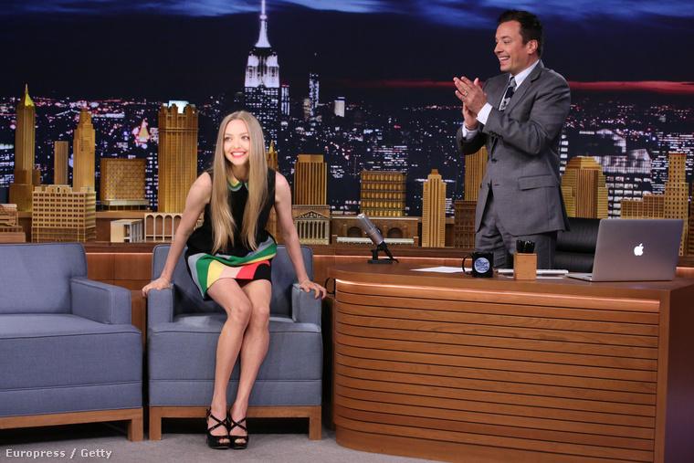 Egészen elkerülte a figyelmünket, hogy Amanda Seyfried színésznő nemrég Jimmy Fallon beszélgetős műsorában vendégeskedett,