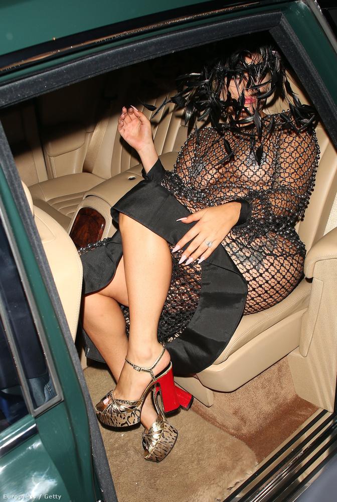 Nem lehet kényelmes így taxizni.