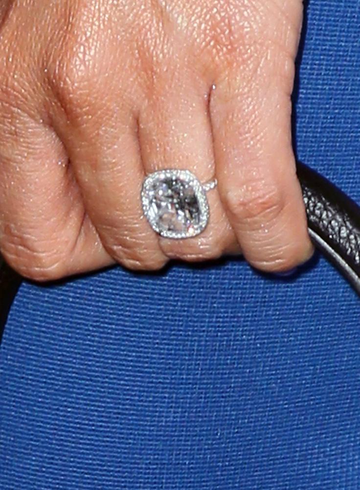 Vőlegénye, Joe Manganiello színész ezzel az óriásgyűrűvel jegyezte el.
