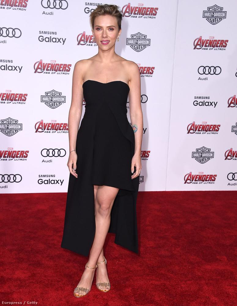 Végül pedig nézze meg a fél világ által jónőnek kikiáltott Scarlett Johanssont, hogy milyen volt régen