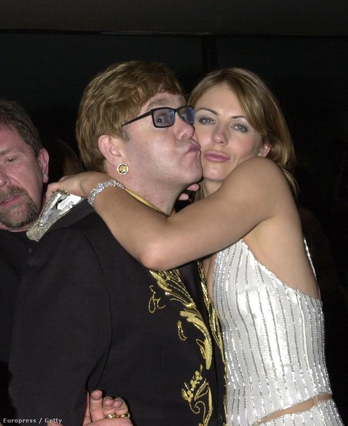 Itt meg Elton Johnnal