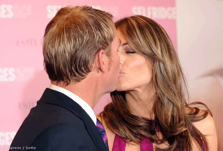 2010-ben vált el férjétől, és gyorsan összejött a krikettjátékos Shane Warne-nal