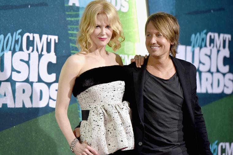 Nicole Kidman színésznő és férje, Keith Urban countryzenész június 10-én elmentek a CMT díjátadóra, ahol, bizony, countryzenészeket díjaznak.